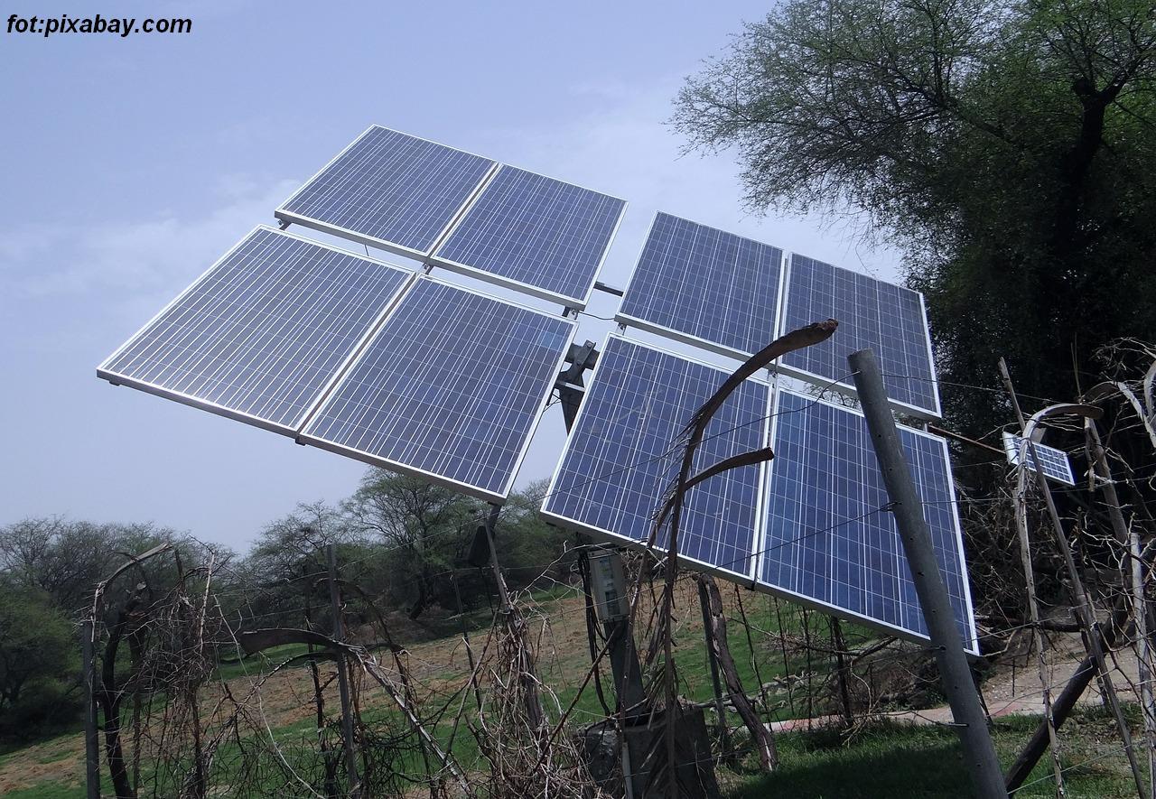 solar-panels-384165_1280